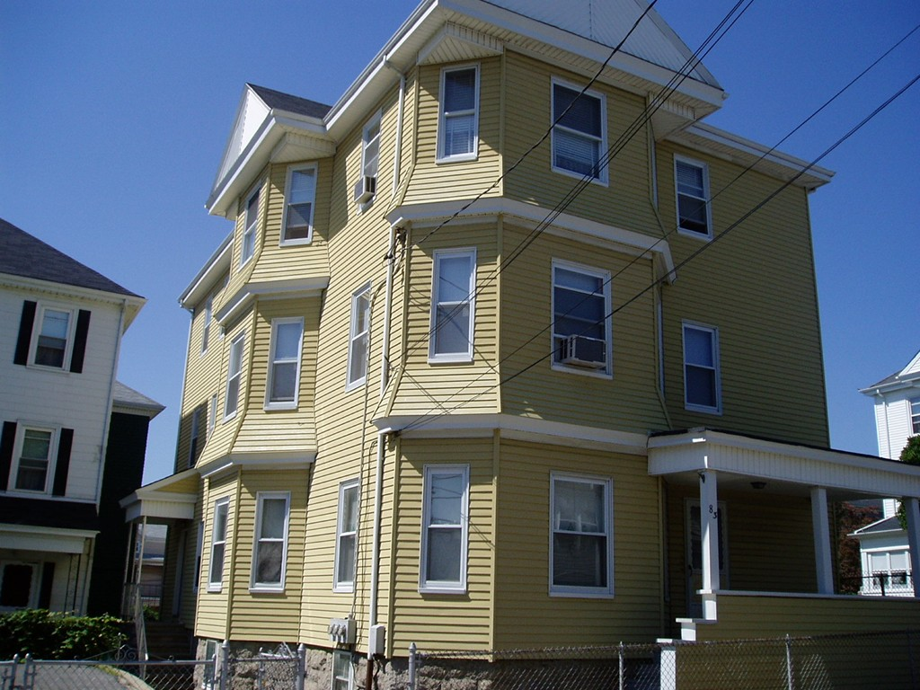 83 GOSS ST FALL RIVER, MA 02723