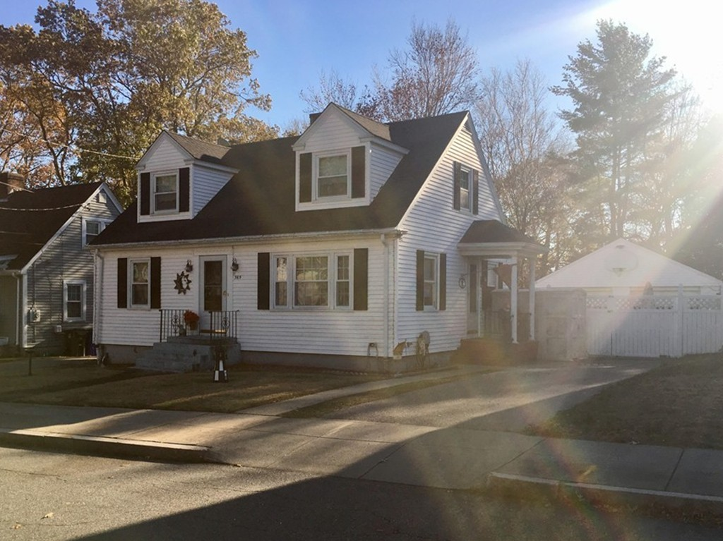365 CYPRESS ST FALL RIVER, MA 02720