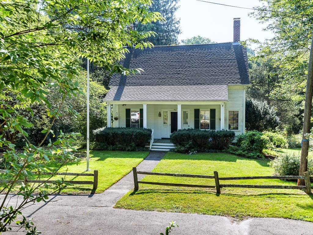 West Newbury Main Street Bungalow with wooded privacy