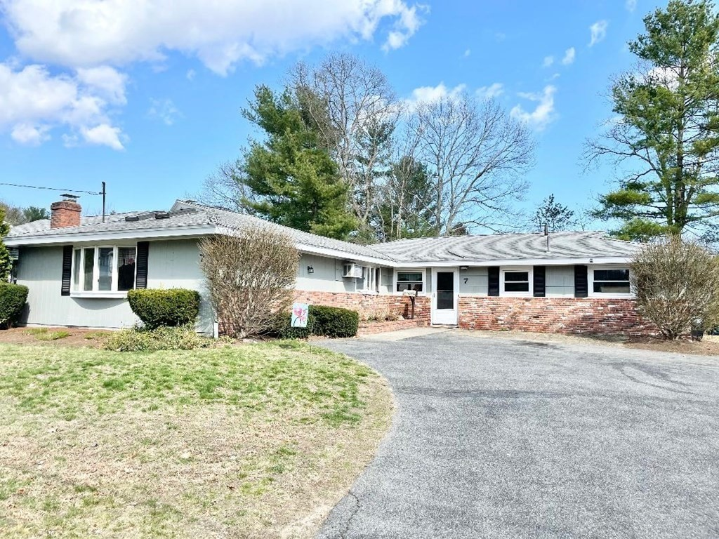 7 Pocahontas Drive, West Peabody, Single Family Home